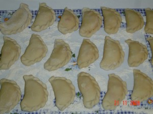 Вареники с сосисками и картофелем. Шаг 8