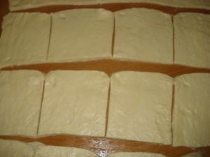 Булочки из слоёного теста с персиком и заварным кремом.шаг1